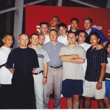Qingdao 2000 z shifu Tunks i jego uczniami